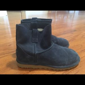 Worn 2 times!! UGG Classic unlined perforated boot